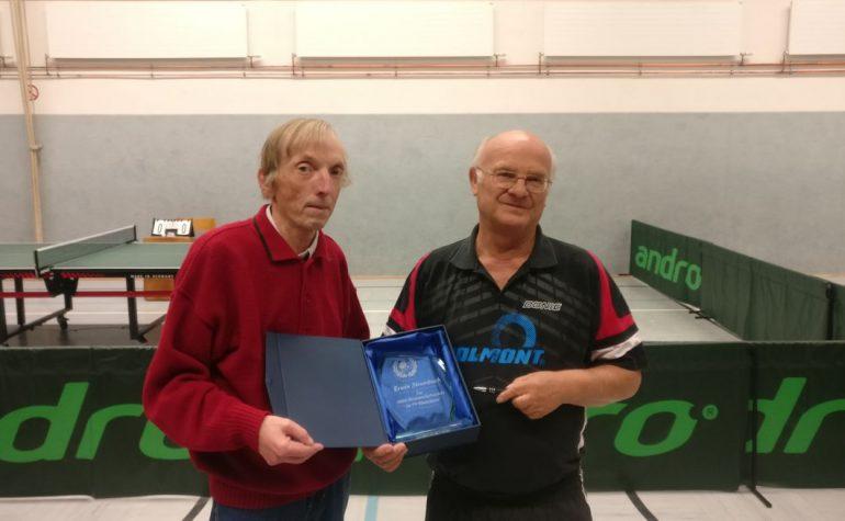 Vierte gewinnt Krimi in Klaswipper – Erwin Strombach wurde für sein 2.000stes Einzel ausgezeichnet